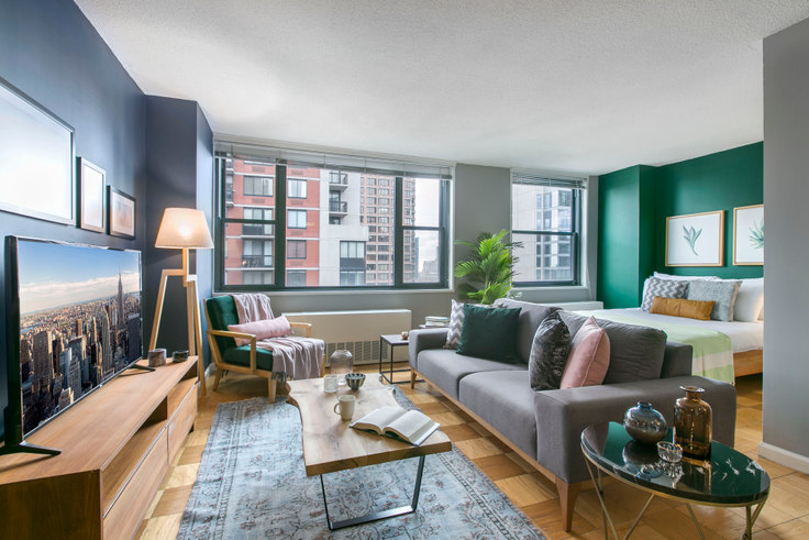 Studio furnished apartment in Murray Hill Tower, 245 E 40th St 63, Murray Hill, New York, photo 1