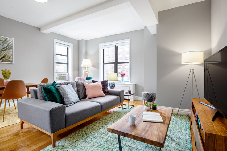 2 bedroom furnished apartment in Stonehenge 70, 210 W 70th St 148, Upper West Side, New York, photo 1