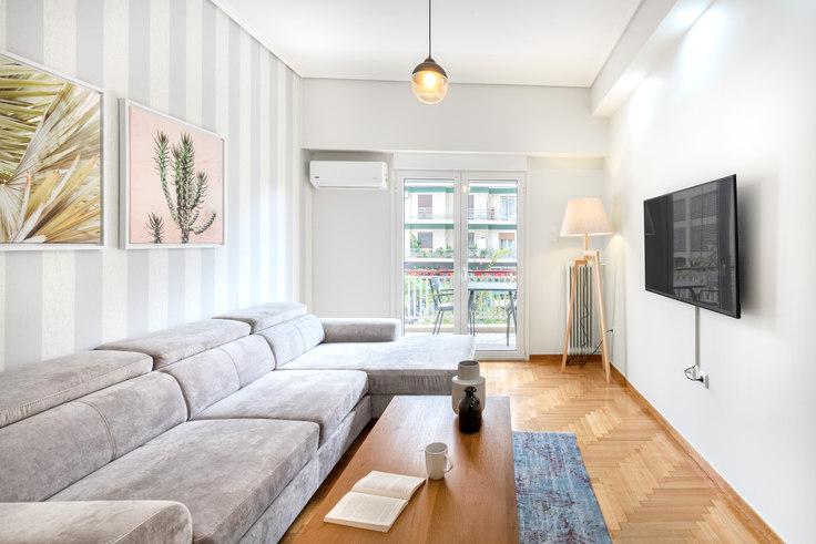 2 bedroom furnished apartment in Rapsanis 532, Vasilissis Sofias Avenue, Athens, photo 1