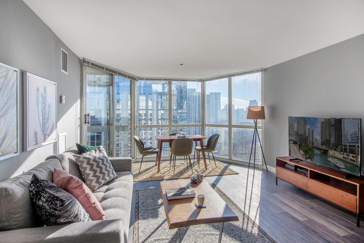 1 bedroom furnished apartment in 1 E Delaware, 1 E Delaware Pl 29, Gold Coast, Chicago, photo 1
