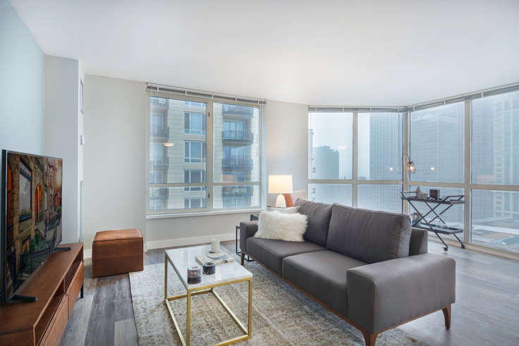 2 bedroom furnished apartment in 1 E Delaware Pl 39, Gold Coast, Chicago, photo 1