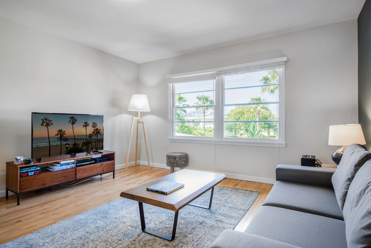 2 bedroom furnished apartment in Lincoln Place, 1405 Elkgrove Cir 71, Venice Beach, Los Angeles, photo 1