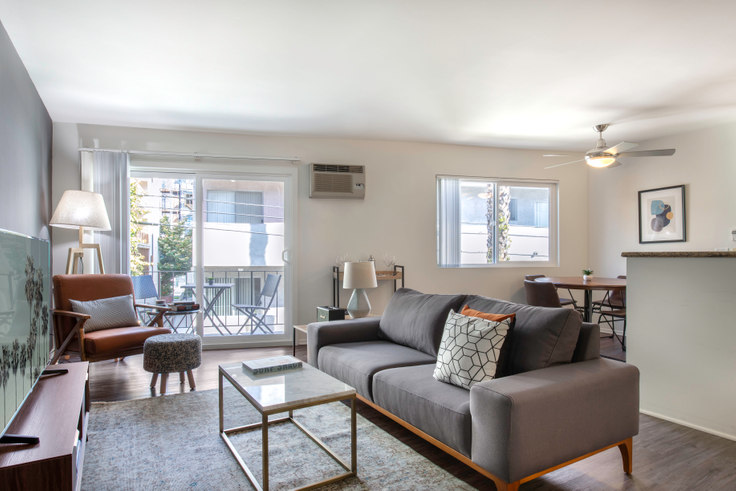 1 bedroom furnished apartment in Rochester Arms, 10989 Rochester Ave 73, Westwood, Los Angeles, photo 1