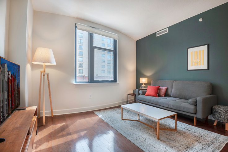 1 bedroom furnished apartment in 425 Mass, 401 Massachusetts Ave NW 38, Mount Vernon, Washington D.C., photo 1