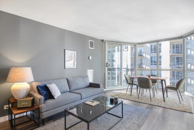 1 bedroom furnished apartment in 1 E Delaware, 1 E Delaware Pl 57, Gold Coast, Chicago, photo 1