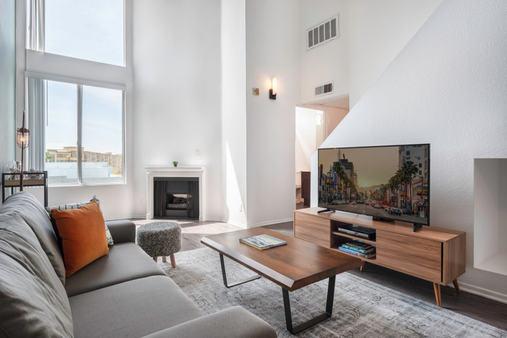 2 bedroom furnished apartment in 630 Hauser Blvd 78, Mid-Wilshire, Los Angeles, photo 1