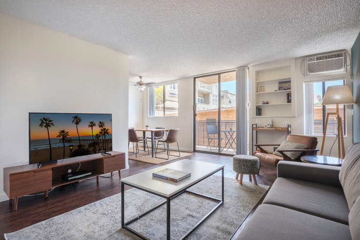 1 bedroom furnished apartment in Villa Careena, 1136 Larabee St 82, West Hollywood, Los Angeles, photo 1