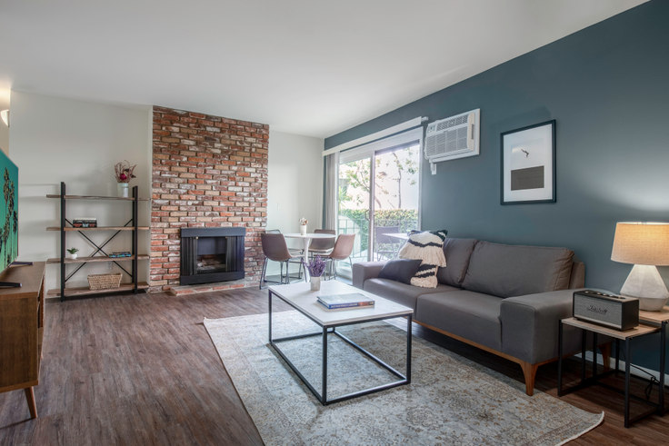 1 bedroom furnished apartment in Rochester Arms, 10989 Rochester Ave 83, Westwood, Los Angeles, photo 1