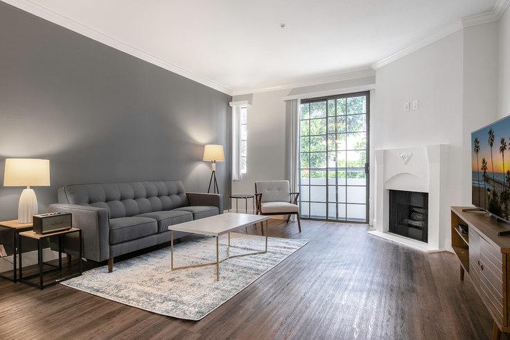 1 bedroom furnished apartment in Burton Luxury Apts, 8665 Burton Way 116, Beverly Grove, Los Angeles, photo 1