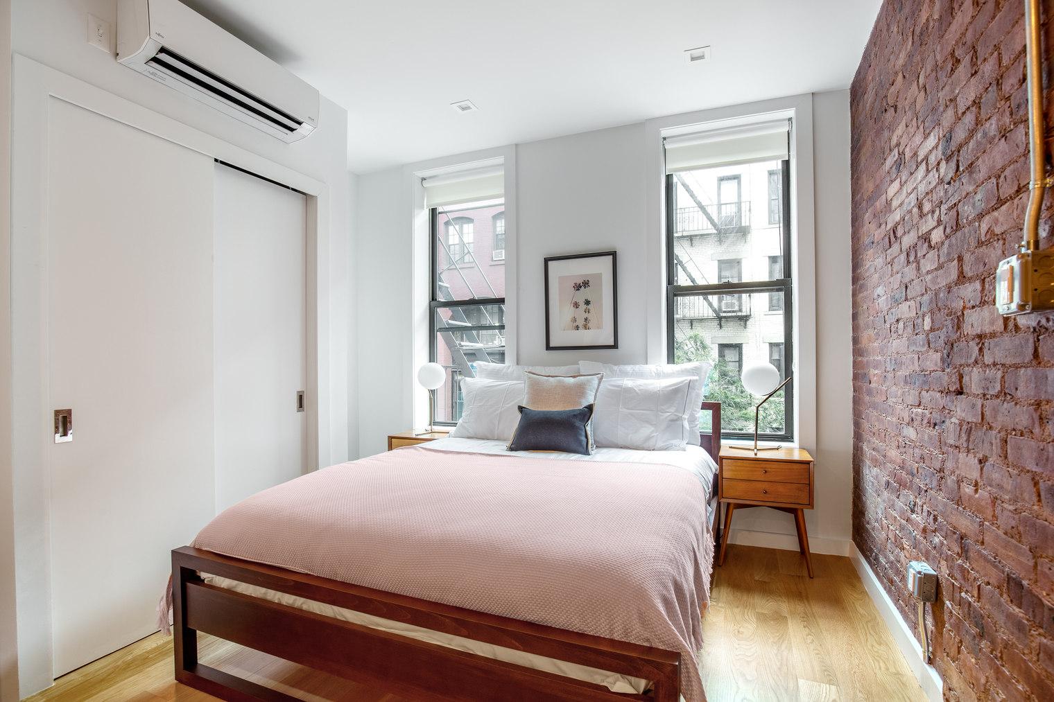 137 Thompson Street Soho New York NY 10012