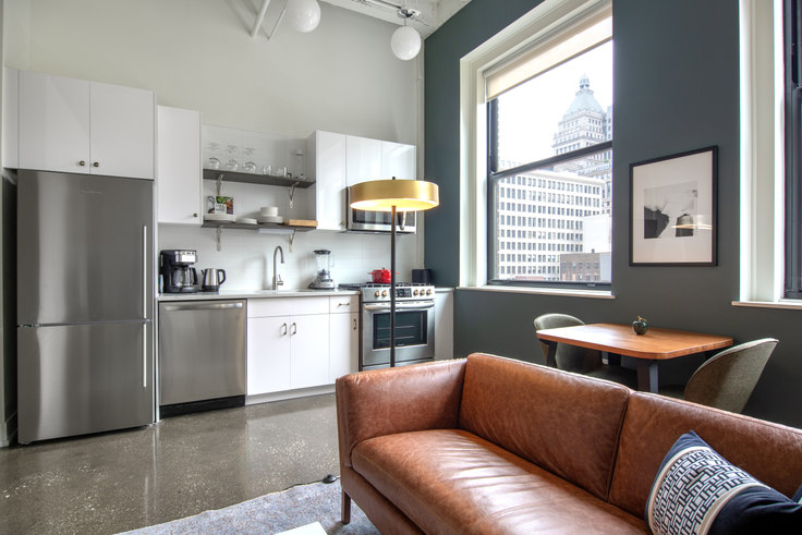1 bedroom furnished apartment in The Alfred, 30 E Adams St 103, The Loop, Chicago, photo 1