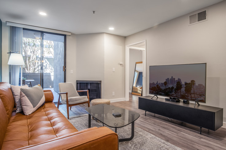 1 bedroom furnished apartment in 1223 Federal Ave 143, Brentwood, Los Angeles, photo 1