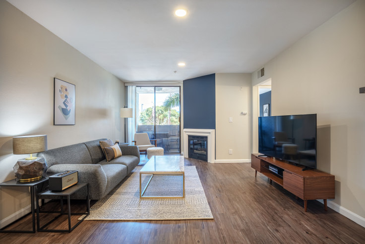 1 bedroom furnished apartment in 1223 Federal Ave 180, Brentwood, Los Angeles, photo 1