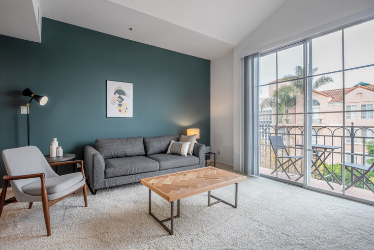 2 bedroom furnished apartment in 345 S Cloverdale Ave 196, Mid-Wilshire, Los Angeles, photo 1