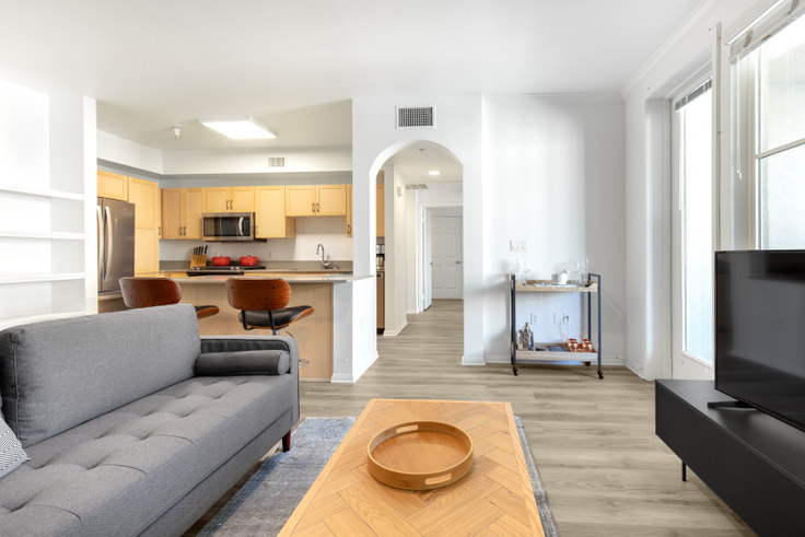 2 bedroom furnished apartment in 1724 N Highland Ave 200, Hollywood, Los Angeles, photo 1