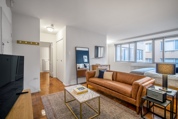 Studio furnished apartment in The Statesman, 2020 F St NW 140, Foggy Bottom, Washington D.C., photo 1