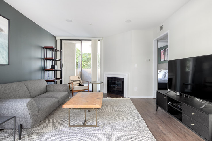 1 bedroom furnished apartment in 1223 Federal Ave 215, Brentwood, Los Angeles, photo 1