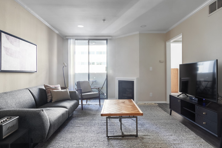 1 bedroom furnished apartment in 1223 Federal Ave 216, Brentwood, Los Angeles, photo 1