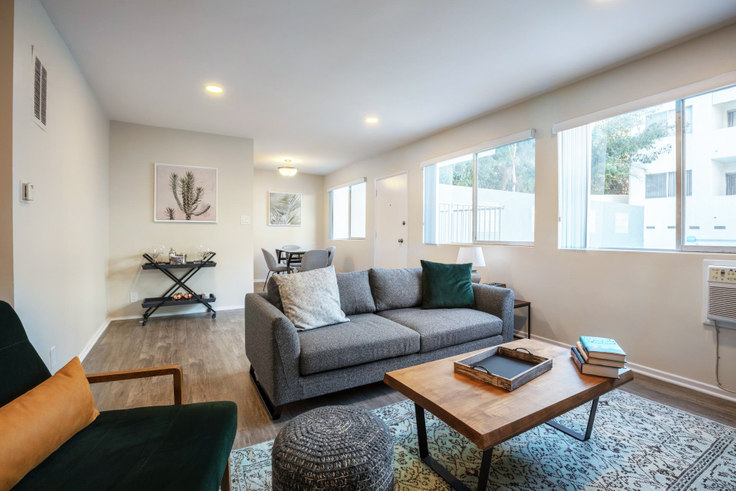 1 bedroom furnished apartment in Brentwood Regency, 11645 Gorham Ave 220, Brentwood, Los Angeles, photo 1