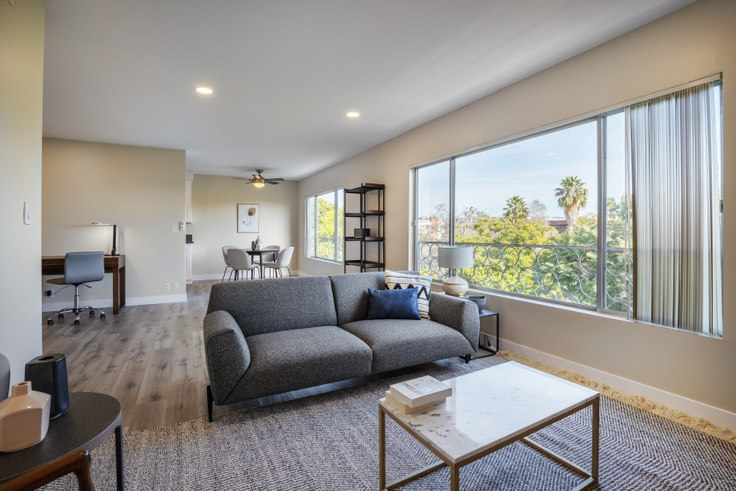 1 bedroom furnished apartment in Sheraton Apartments, 231 N La Peer Dr 227, Beverly Hills, Los Angeles, photo 1