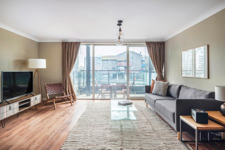 1 bedroom furnished apartment in Boardwalk Place 3, Canary Wharf, London, photo 1