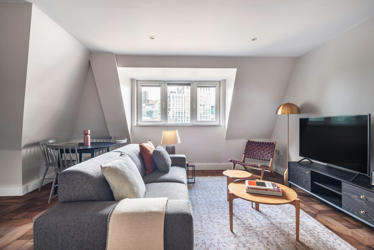 1 bedroom furnished apartment in Pepys Street 11, City of London, London, photo 1
