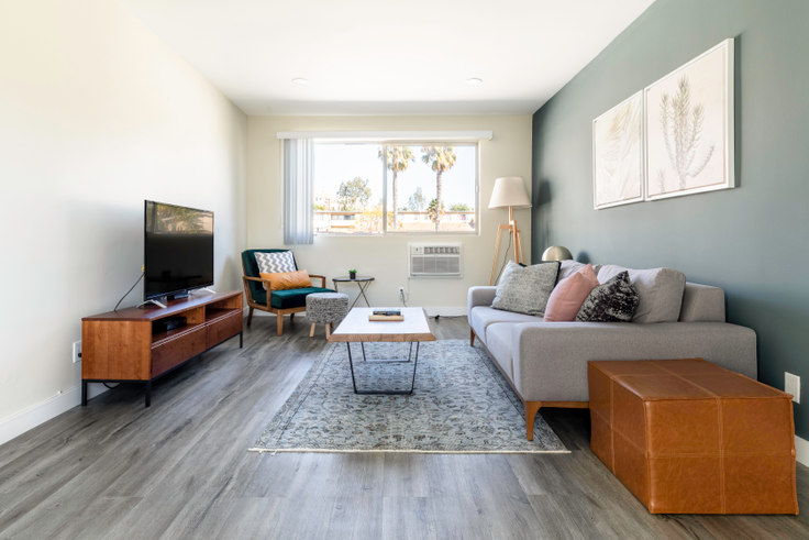 1 bedroom furnished apartment in Brentwood Regency, 11645 Gorham Ave 253, Brentwood, Los Angeles, photo 1