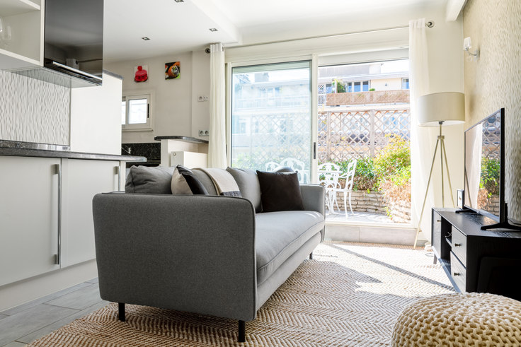 1 bedroom furnished apartment in Rue Desbordes-Valmore 12, Trocadéro, Paris, photo 1