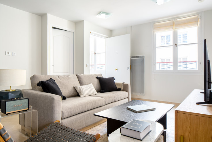 1 bedroom furnished apartment in Rue Tronchet 16, Madeleine, Paris, photo 1