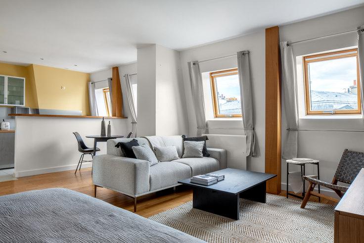 Studio furnished apartment in Avenue des Ternes 24, Champs-Élysées, Paris, photo 1