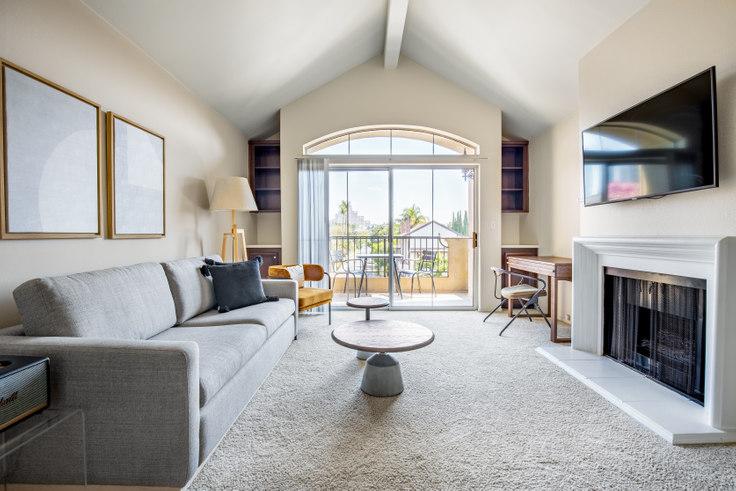 2 bedroom furnished apartment in Westside Villas, 2245 S Beverly Glen Blvd 335, Century City, Los Angeles, photo 1