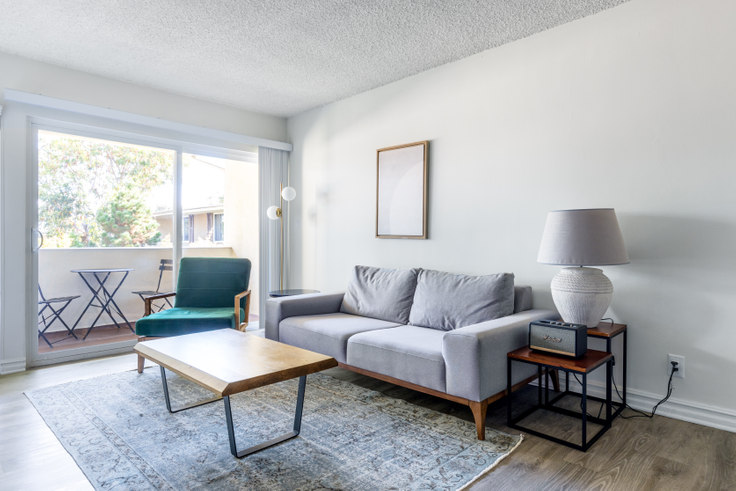 1 bedroom furnished apartment in Sunset Barrington Gardens, 219 S. Barrington 341, Brentwood, Los Angeles, photo 1