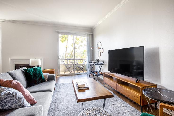 1 bedroom furnished apartment in Beverly Arnaz, 467 Arnaz Dr 363, Beverly Hills, Los Angeles, photo 1