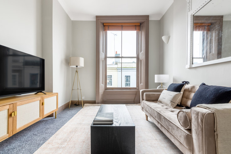 1 bedroom furnished apartment in Pembridge Rd 38, Notting Hill, London, photo 1