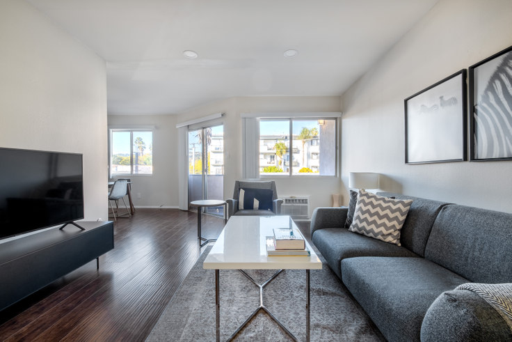 1 bedroom furnished apartment in 311 Doheny Dr 379, Beverly Hills, Los Angeles, photo 1