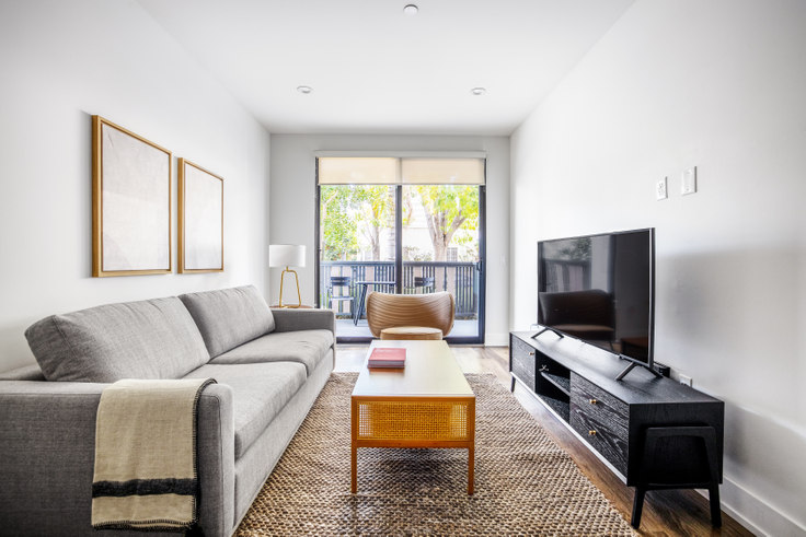 2 bedroom furnished apartment in Kings on Third, 129 S Kings Rd 384, Beverly Grove, Los Angeles, photo 1