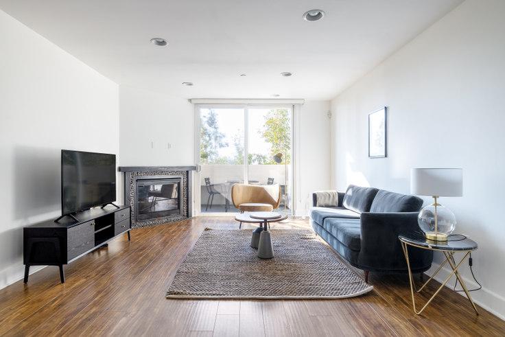 2 bedroom furnished apartment in Edinburgh Courtyard, 833 N Edinburgh Ave 385, Fairfax, Los Angeles, photo 1