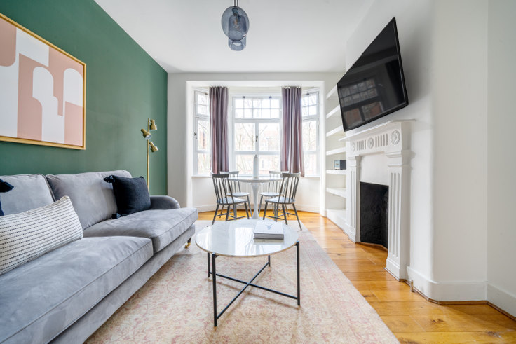 2 bedroom furnished apartment in Gilbert St 45, Mayfair, London, photo 1