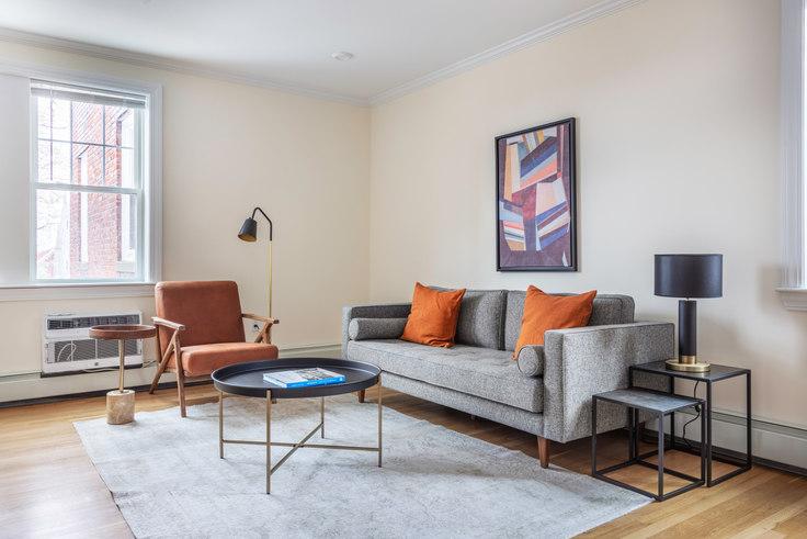 2 bedroom furnished apartment in 37 Auburn St 379, Brookline, Boston, photo 1