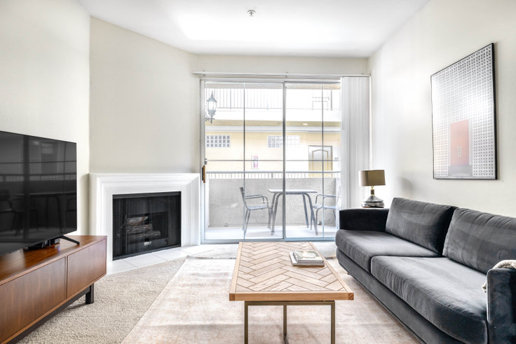 1 bedroom furnished apartment in Westside Villas - 2225 S Beverly Glen 407, Century City, Los Angeles, photo 1