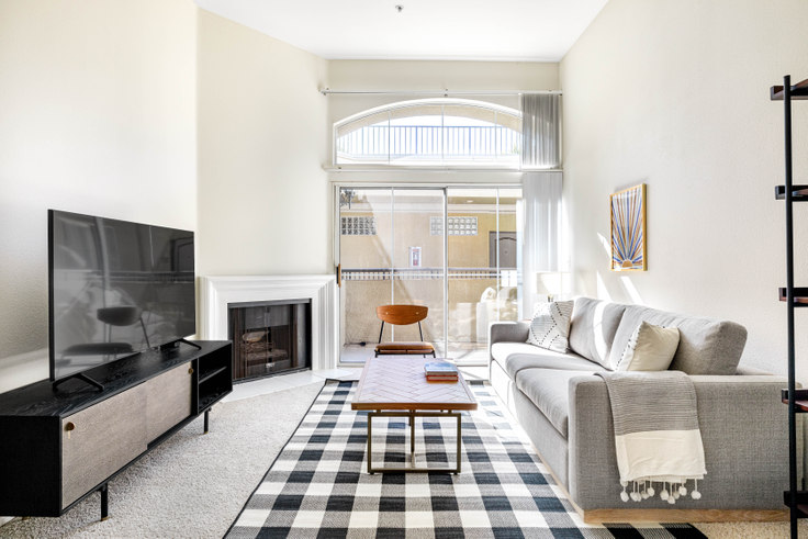 1 bedroom furnished apartment in Westside Villas - 2201 S. Beverly Glen 408, Century City, Los Angeles, photo 1
