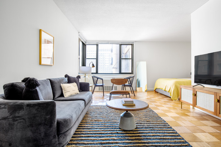 Studio furnished apartment in Murray Hill Tower, 245 E 40th St 582, Murray Hill, New York, photo 1
