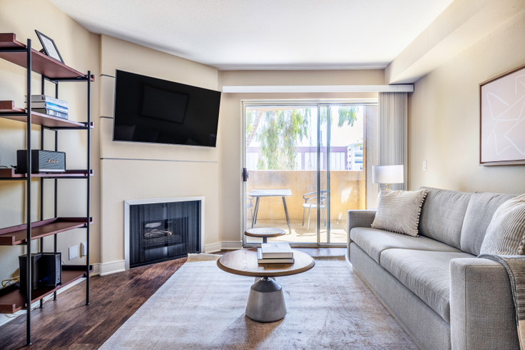 1 bedroom furnished apartment in Broadcast Center, 7660 Beverly Blvd 419, Fairfax, Los Angeles, photo 1