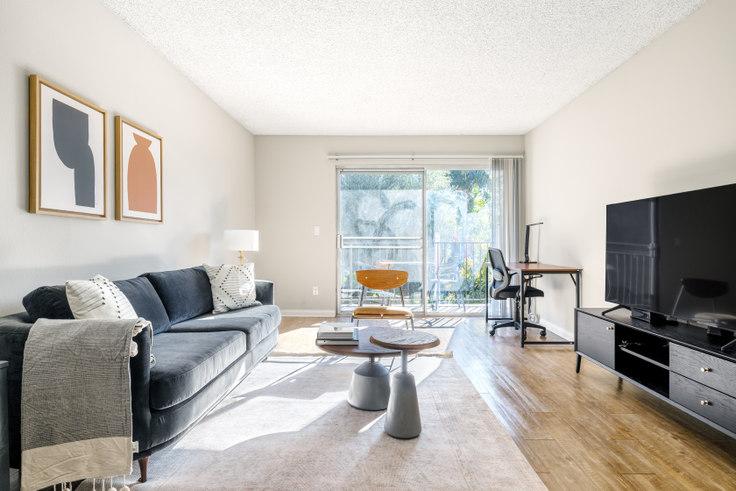 1 bedroom furnished apartment in Los Feliz Village, 3939 Veselich Ave 422, Glendale, Los Angeles, photo 1
