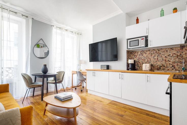 1 bedroom furnished apartment in Rue du Faubourg Saint-Honoré 73, Arc de Triomphe, Paris, photo 1