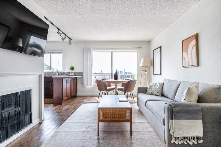 Studio furnished apartment in Playa Pacifica - Building B, 7600 Manchester Ave 429, Playa del Rey, Los Angeles, photo 1
