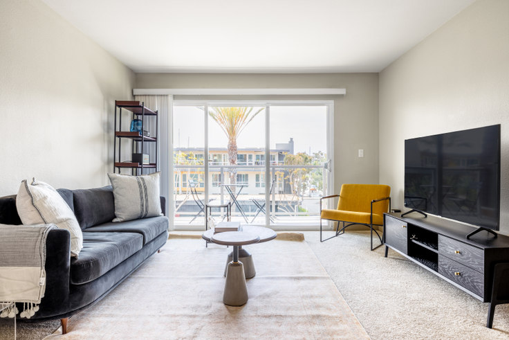 1 bedroom furnished apartment in Harborside Marina Bay - 14055 Tahiti Way 432, Marina del Rey, Los Angeles, photo 1