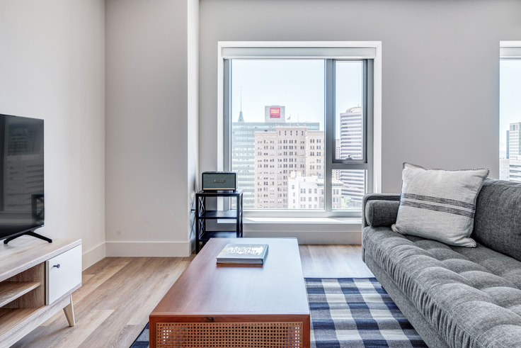 1 bedroom furnished apartment in 17th & Broadway, 447 17th St 670, Oakland, San Francisco Bay Area, photo 1