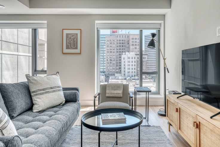 1 bedroom furnished apartment in 17th & Broadway, 447 17th St 527, Oakland, San Francisco Bay Area, photo 1
