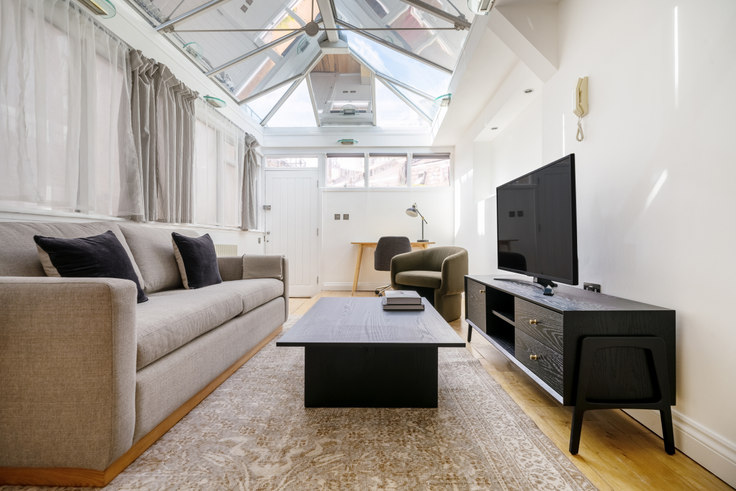 2 bedroom furnished apartment in Short's Gardens 55, Covent Garden, London, photo 1